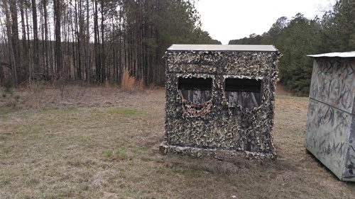Deer stand. 4'x6' shadow hunter on skids like new